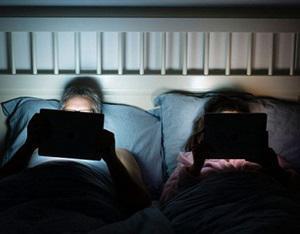 ระวังปิดไฟเล่นสมาร์ทโฟน-คอมพ์ เสี่ยงโรคซีวีเอส