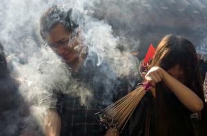 เตือนตรุษจีนเลี่ยงพิษควันธูปมหาศาล เหตุสารก่อมะเร็งเพียบ