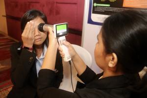 """สวรส. โชว์วิจัย """"ระบบตรวจเบาหวานขึ้นตาบนสมาร์ทโฟน ด้วย แอปพลิเคชั่นDeepEye"""" แม่นยำสูง ลดการนำเข้าจาก ตปท. ตอบโจทย์ปัญหาขาดแคลนจักษุแพทย์"""