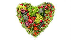 รูปประกอบเป็นรูปผักผลไม้ที่จัดวางเป็นรูปหัวใจ