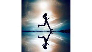 รูปประกอบ ผู้หญิงกำลังวิ่ง