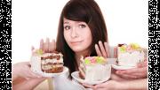 รูปประกอบเป็นรูปผู้หญิงกำลังปฏิเสธขนมเค้กสามชิ้นที่มีคนยื่นให้