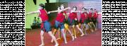 รูปเยาวชนกำลังออกกำลังกายด้วยการเต้นแอโรบิกด้วยท่ามวยไทย
