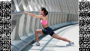 รูปผู้หญิงกำลังยืดเส้นวอร์มร่างกายก่อนออกกำลังกาย