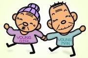 รูปประกอบ ผู้สูงอายุใส่เสื้อสกรีนคำว่า young girl young man